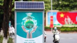 Cận cảnh thùng rác công nghệ có pin mặt trời mới xuất hiện ở Hà Nội
