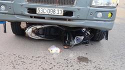 Mẹ và con trai tử nạn thương tâm dưới gầm xe tải