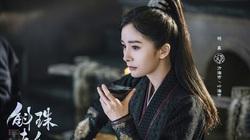 """""""Nữ hoàng cổ trang Trung Quốc"""" vô tình đắc tội với vợ ông trùm xã hội đen Hong Kong"""