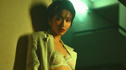 """Nữ diễn viên tự nhận trẻ và hát hay hơn Chi Pu stress vì tin đồn """"đi khách"""" 1.000 USD/đêm"""