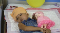 Những ngày buồn của cháu bé bị ung thư xương sọ
