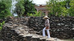 Phú Yên: Lạ lẫm, ngôi làng đi từ nhà ra bãi tha ma ở đâu cũng gặp đá