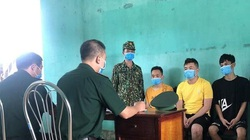 Khởi tố vụ án, bắt 3 người Trung Quốc nhập cảnh trái phép để đánh bài