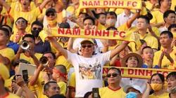 """CĐV đặc biệt nhất Nam Định """"tố cáo"""" dữ dội trọng tài V.League"""