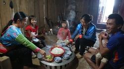 Nghẹn lòng những bữa cơm thiếu thịt trên bản nghèo người Mông
