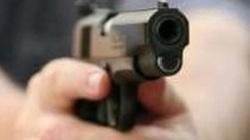 Người đàn ông bị 2 thanh niên dùng súng bắn tử vong trên đường