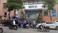 NÓNG: Nổ súng cướp ngân hàng táo tợn tại Hà Nội
