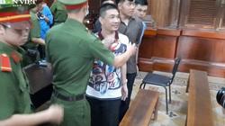 Bị tuyên án tử hình, Văn Kính Dương vẫn cười và giơ tay chào mọi người