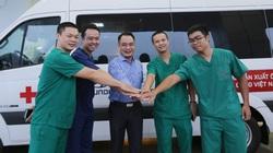"""Hình ảnh các bác sĩ lên đường """"giải cứu"""" công dân Việt từ Guinea Xích đạo"""