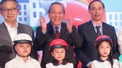 Phó Thủ tướng: Bố mẹ đội mũ bảo hiểm chở con đầu trần là vô cảm