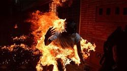 Phá cửa xông vào nhà bạn gái, nam thanh niên bất ngờ bị cháy xăng