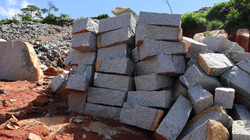 Khai thác đá trong bãi rác Cam Ly: Việc làm sai hoàn toàn