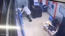Clip: Nữ bảo vệ chung cư bị thanh niên say rượu hành hung
