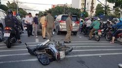 Băng cướp giật lao vào đuôi ô tô khi bị đặc nhiệm truy đuổi
