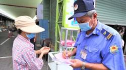 ẢNH: Người dân Đà Nẵng lạ lẫm đi chợ bằng phiếu ngày chẵn lẻ thời dịch Covid-19