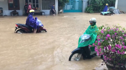Mưa lớn, một số tuyến đường TP.Sơn La chìm trong biển nước