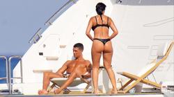 Bồ Cristiano Ronaldo lại khoe dáng đẹp trên du thuyền