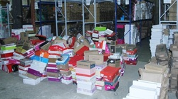 """Phát hiện kho hàng 600m² chứa đầy giày dép không """"giấy tờ"""" ở Lào Cai"""