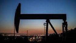 Khó khăn bủa vây, giá dầu sẽ đi về đâu?