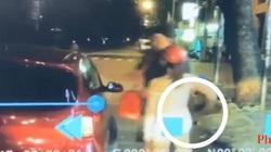 VIDEO: Cô gái ăn mặc sexy táo tợn móc trộm ví của người đàn ông