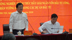 Phó Thủ tướng Trịnh Đình Dũng: Ưu tiên vốn đầu tư công cho công trình ngăn mặn, điều tiết nước