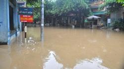 Yên Bái: Nước sông Hồng dâng cao, đường biến thành sông