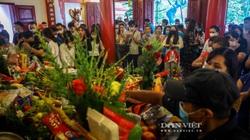 Dân đi lễ đông nghịt, Hà Nội tạm đóng cửa Phủ Tây Hồ để phòng dịch Covid-19