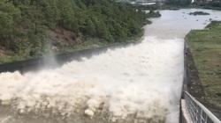 """Mưa lớn kéo dài, hồ nước ngọt """"khủng"""" nhất Quảng Ninh phải xả tràn"""