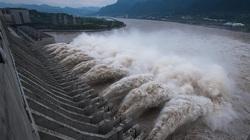 Bom nước khổng lồ dội xuống, đập Tam Hiệp oằn mình vượt thử thách
