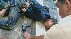 Tên trộm xe rút súng bắn khi bị dân truy đuổi