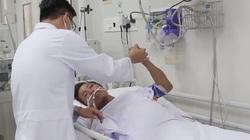 Người bị hổ mang chúa cắn rồi mang cả rắn đến bệnh viện được cứu thế nào?