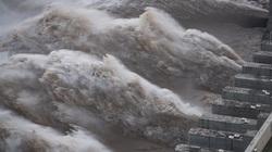 Nước rút, đập Tam Hiệp bớt áp lực sau khi suýt tràn, Trung Quốc hạ mức cảnh báo lũ