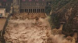 Lũ kỷ lục 24 năm, hồ thủy điện tại Trung Quốc xả nước đục ngầu