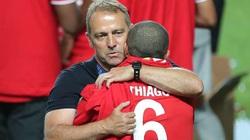 """Giúp Bayern giành """"cú ăn ba"""", HLV Flick khiến Liverpool lo lắng về Thiago"""
