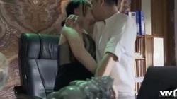 Đối thủ một thời của H'Hen Niê bất ngờ hôn ngấu nghiến bạn diễn trên sóng truyền hình