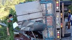 Phú Thọ: Xe tải lật khi đổ đèo, 2 mẹ con tử vong