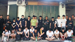 Hàng trăm cảnh sát vây bắt 21 người Trung Quốc trốn truy nã trong ngôi nhà hoang