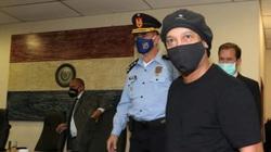 Gật đầu nhận tội, Ronaldinho được trả tự do tại Paraguay
