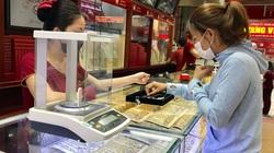 Giá vàng tăng trở lại, lên trên 56 triệu đồng/lượng