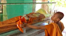 Chuyện lạ An Giang: Thi hài nhà sư còn nguyên vẹn sau 6 năm chôn cất mà không cần chất bảo quản