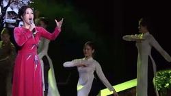 """Trọng Tấn, Tân Nhàn biểu diễn trong chương trình """"Tổ quốc tôi chưa đẹp thế bao giờ"""""""