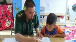 Clip: Bộ đội thành cha nuôi, đồn biên phòng thành nhà của trẻ nghèo vùng biên