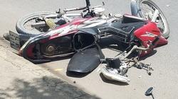 Người đàn ông chết bên xe máy bể nát, người đầy thương tích