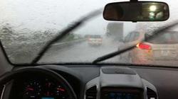 """Lái xe oto mùa mưa bão: Những kinh nghiệm """"vàng"""" cầm vô lăng"""