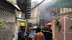 Cháy nhà trong hẻm ở trung tâm TP.HCM, ứng cứu và giải thoát 8 người