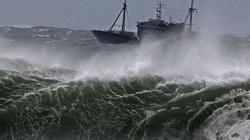 Biển Đông xuất hiện vùng áp thấp mới gây mưa dông, sóng cao trên biển