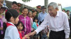 Nguyên Tổng Bí thư Lê Khả Phiêu được coi là ân nhân của hai ngôi làng ở miền Trung