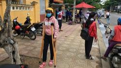 Khánh Hòa: Nữ sinh Raglai chống nạng vượt 18km đường núi đồi đến điểm thi