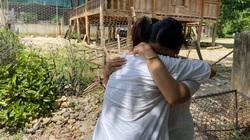 Nghẹn ngào phút trùng phùng của cô gái bị lừa bán sang Trung Quốc từ năm 12 tuổi