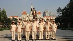 Công an TP.HCM dâng hoa kỷ niệm 75 năm ngày Cách mạng Tháng Tám và Quốc khánh 2/9